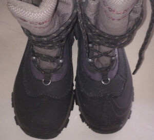 Women`s Boots by Columbia fits size 8US