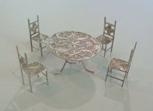 LOVELY CONTINENTAL SILVER MINIATURE FILIGREE DINING TABLE & (4) CHAIRS, 40 grams