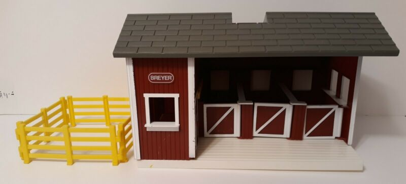 Breyer Animal Creations Horse Farm Stable with Fence Reeves International