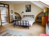 ELEGANT DOUBLE BEDROOM WITH ENSUITE BATHROOM OVERLOOKING SEA