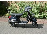 VESPA PX125 SCOOTER IN BRILLIANT BLACK - LEARNER LEGAL