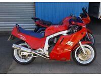 SUZUKI GSX-R 1100 SLABSIDE : GSXR 1100 :RED : 1987 - D REG : VERY GOOD CONDITION