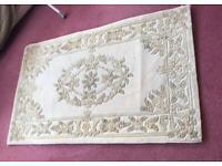 "Cream rectangular rug 60 x 40"""
