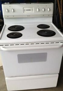 FRIGIDAIRE 4 burner kitchen range Works perfectly.