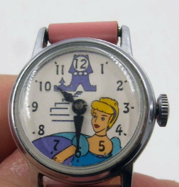 1960S DISNEY CINDERELLA MECHANICAL WATCH SCARCE VERSION WITH SLIPPER ON THE DIAL