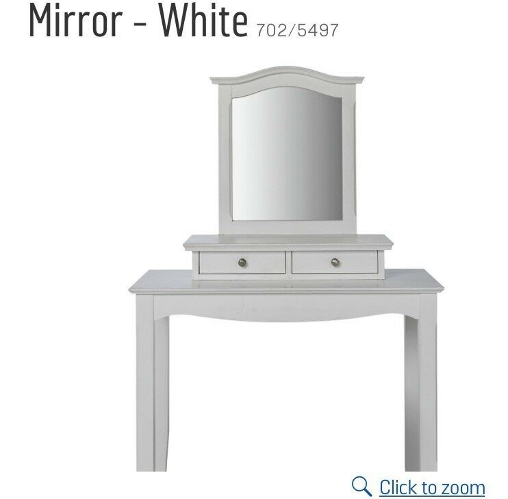 50% unused Mirror and drawer dressing table