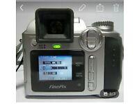 FujiFilm FinePix S3500 4MP 6x Zoom Mini SLR Style Digital Bridge Camera
