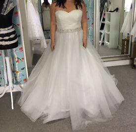 Beautiful never worn Alexia Design wedding dress