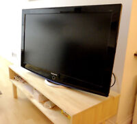 40 Inch Samsung LCD TV in Like New Condition
