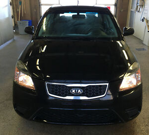 2010 Kia Rio black fully loaded