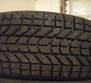 Set of 4 Like new winter tires 215/60/R15