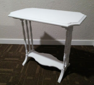 Shabby Chic/Country/Rustic/Wedding White Medium Size Table