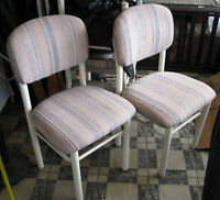 4 padded chairs; 4 Chaises étoffées