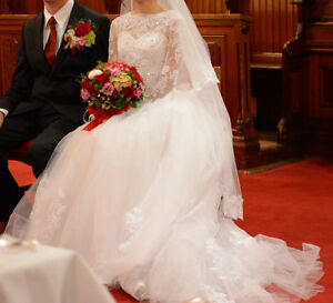 Reduced! Gorgeous wedding gown pure white