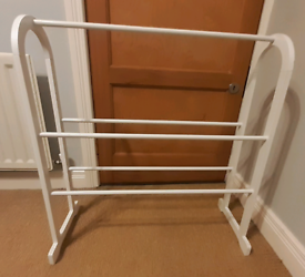 Free standing white wooden Towel Rail Contemporary)