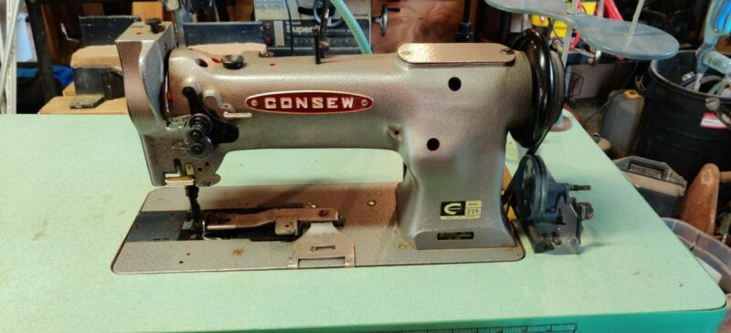 CONSEW 225 INDUSTRIAL SINGLE NEEDLE SEWING MACHINE W/ TABLE