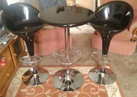 Bistro/breakfast podium table with 2 stools