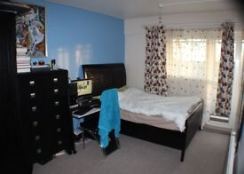 3 bedroom flat to be rent or share