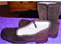 BRAND NEW BROWN SUEDE BOOTS WITH FUR LINING (SIZE 7)