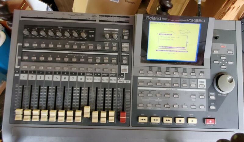 Roland 24 Bit VS-1680 Digital Studio Workstation