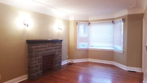 **All-inclusive Main Floor Rental With All The Trimmings** 274E1