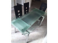 Harvey's extendable glass dining table with 6 chairs 'Madrid'