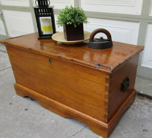 ANTIQUE SOLID WOOD RUSTIC FARM HOUSE STORAGE BOX/COFFEE TABLE