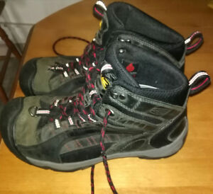 KEEN hiking boots. Sz 8 1/2 Good condition.