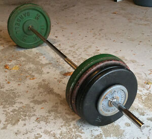 "Standard 1"" CAST IRON WEIGHS (222 Lbs total) on a barbell 5' 7"""