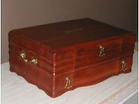 VINTAGE MAHOGANY WOOD JEWELLERY BOX