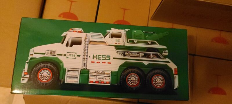BRAND NEW 2019 Hess Truck---Toy Tow Truck