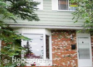 Quiet 3 Bedroom Townhouse in Oakridge