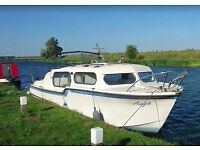 For travel reasons: 26ft River Cruiser Boat with immaculate cabin conditions