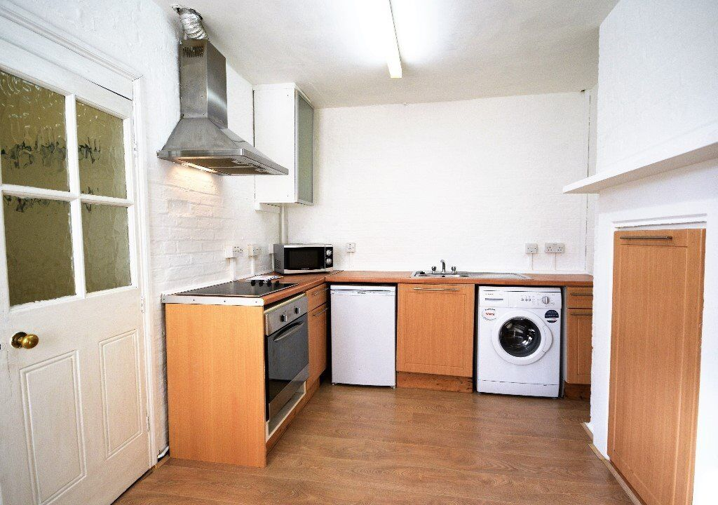 - A spacious and modern 1 bedroom flat well situated in Shepherds Bush Green -