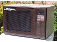 Toshiba Deltawave Large Family Sized Microwave, model no ER 7720