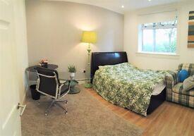 Luxury double (Room 4) - semi ensuite - Napier Uni, direct buses city centre, Herio Watt University