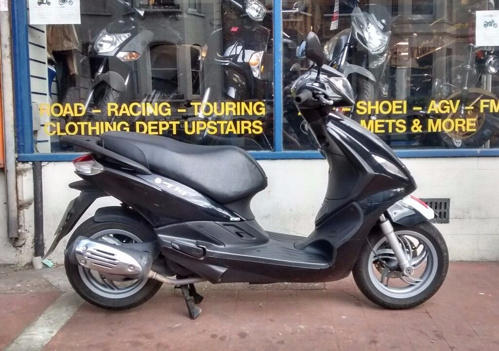 piaggio fly 125cc scooter for sale - year 2013 with a new mot & 3