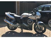 Yamaha silver Fazer motorbike 2000. FSZ600. 12700 miles. Excellent condition