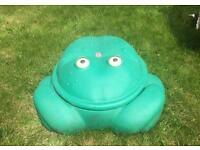 Step 2 Frog sand, water or ball pit! Great condition garden outdoor toys