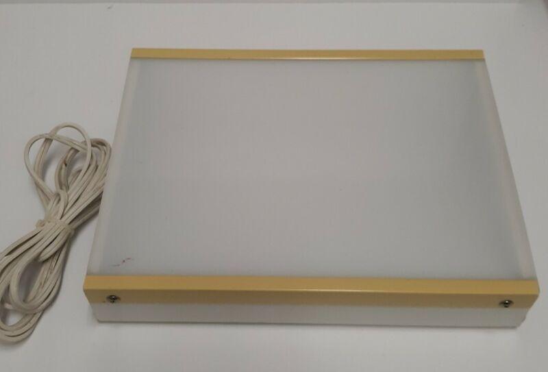"Logan Desk Top Light Box (Model 810/920) 8½"" x 11½"" Viewing Surface missing foot"