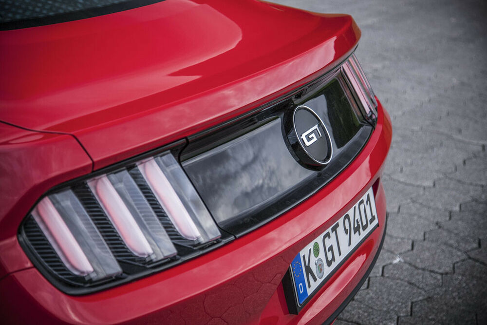 Ford Mustang: Detail