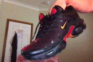 Rare Red Nike Tns SIZE 5 Need Gone