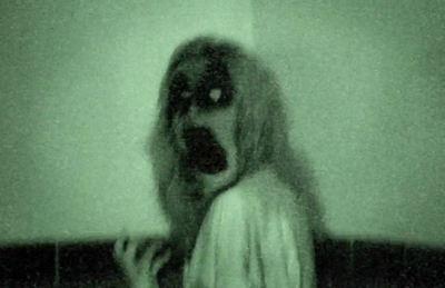 Ecke Gerahmt (Gerahmter Druck - Possessed Damen Im Ecke von einer Asylum (Gothic Horror Bild)