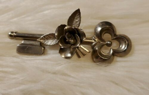 VINTAGE Signed CORO PEGASUS Flower ROSE On A SKELETON KEY Silver-Tone Pin BROOCH - $9.99