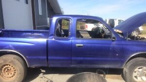 Rolled 1995 Toyota Tacoma (part out)