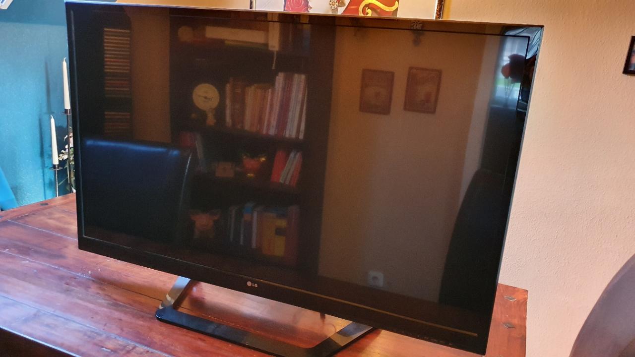 LG 47LM615S 47 Zoll/119cm Fernseher 3D LED Full HD Tripletuner Energieklasse A+