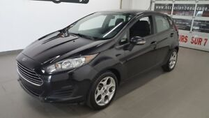 2015 Ford Fiesta SE, mags, sièges chauffants, bluetooth NO DAMAG