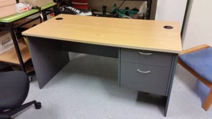 PROFESSIONAL OFFICE DESK