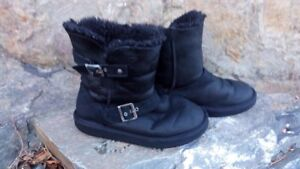 Ugg style boots, black, Size 6
