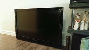 """42"""" Toshiba HD TV and 2 brand new Bar Stools for sale"""